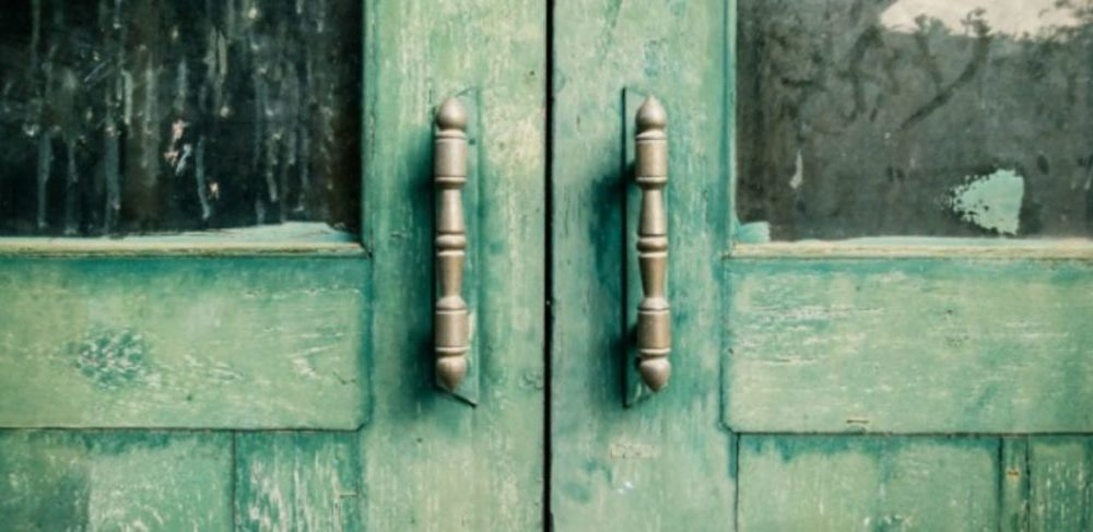 Close the doors, do not slam them